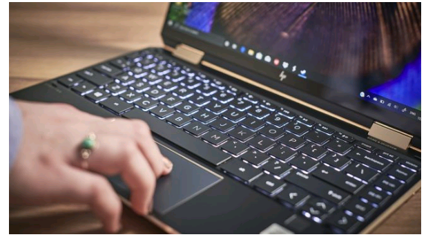 review hp spectre x360 2020 6 PNG