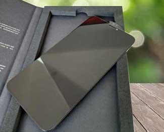 Có nên dán màn hình chống nhìn trộm? Cường lực bảo vệ điện thoại