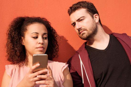 Miếng dán màn hình chống nhìn trộm là gì? Cách chống nhìn trộm điện thoại