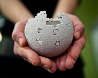 Bạn có thắc mắc Wikipedia kiếm tiền bằng cách nào không?