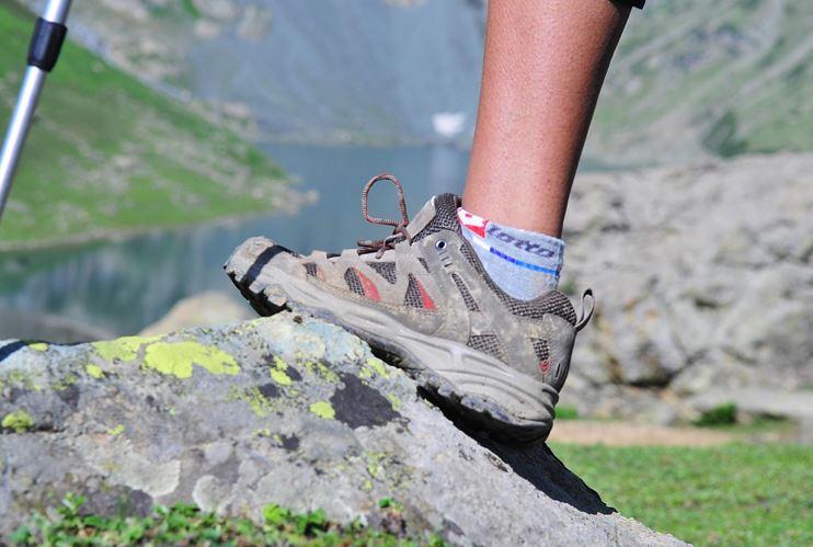 Giới trẻ lựa chọn Sneaker nào thích hợp đi chơi hoặc du lịch?
